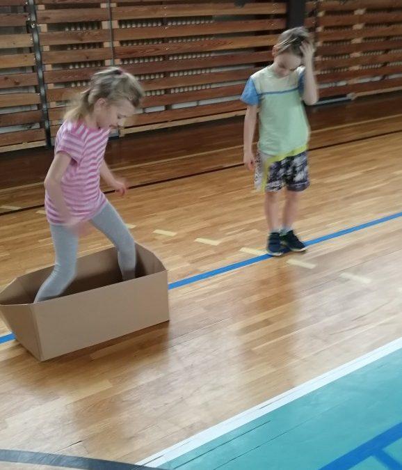 Tělocvik s odpadem